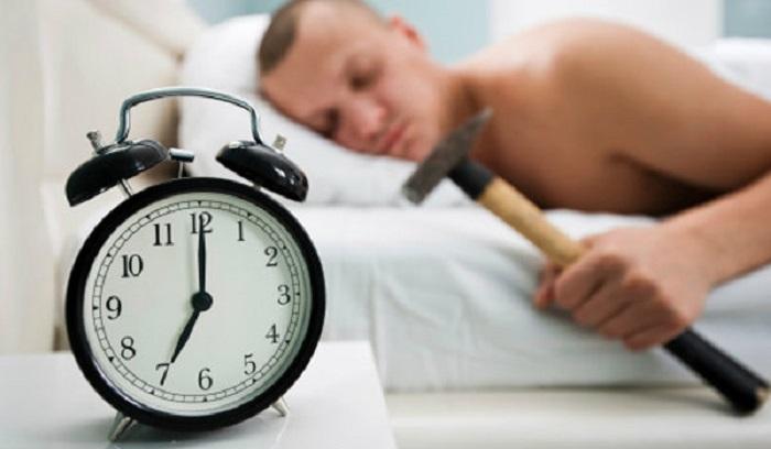 เตือนภัย พฤติกรรมตั้งนาฬิกาปลุกติด ๆ กันทำลายสุขภาพโดยไม่รู้ตัว